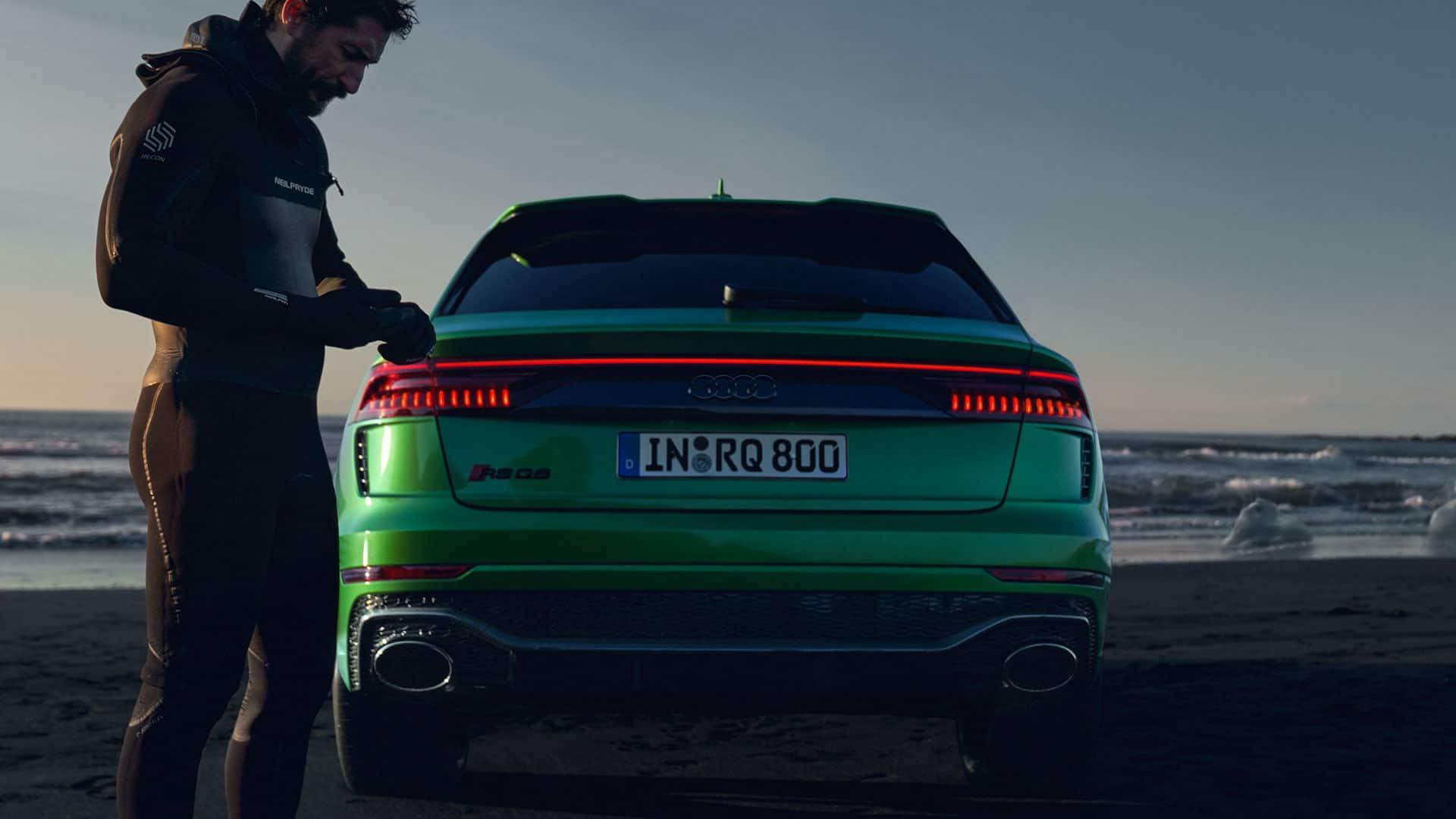 Rear view Audi RS Q8